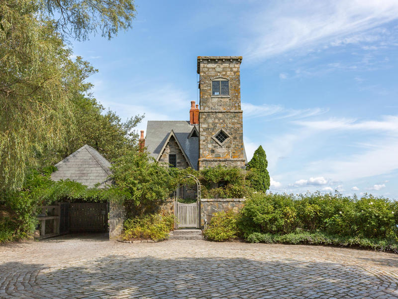Luxury waterfront property for sale in cape elizabeth maine